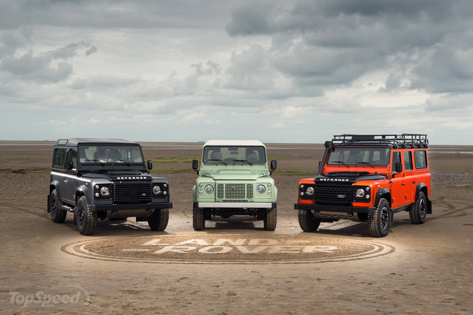 land-rover-defender--6_1600x0w